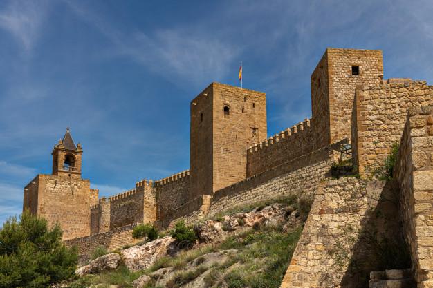 antiguas-murallas-alcazaba-antequera-malaga-andalucia-espana_138213-64