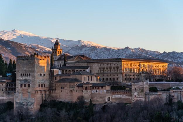 vista-fortaleza-arabe-alhambra-noche-granada-espana_229791-626