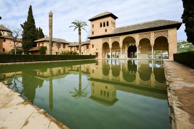 jardines-partal-alhambra_1139-29